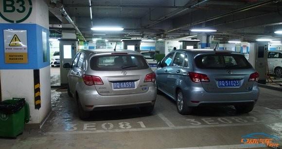 电动汽车充电纠纷 只因充电桩太少